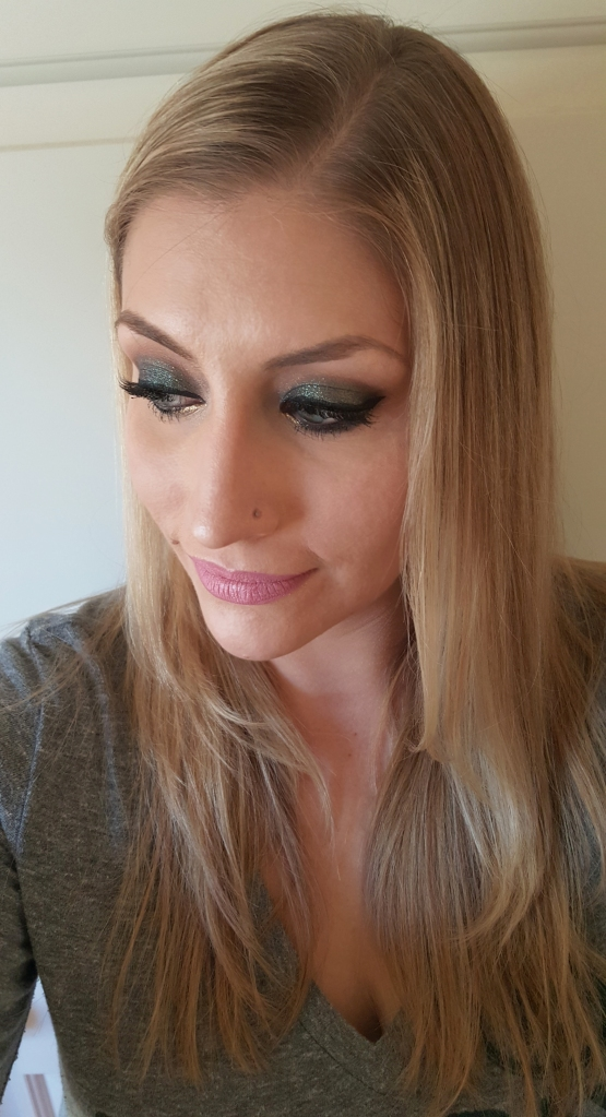 Green Bay Packer Smokey Eyeshadow Look perfect for game day!! almostherblog.com #packermakeup #packereyeshadow #greensmokeyeye #zodiaceyeshadow